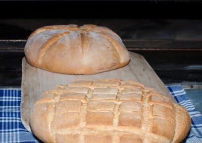pan-casero-hecho-en-horno-de-lena
